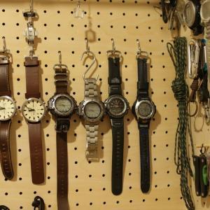 有孔ボード・壁面収納用のDAISOの金属フックを購入&DIY木ダボ収納と比較
