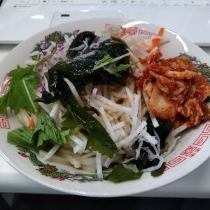 ランチ Vol.10 <会社のお昼ご飯 その2・冷凍うどん>