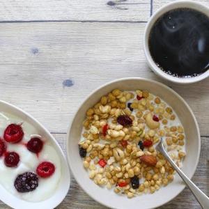 朝食にフルグラ始めたら、朝食の準備が時短になって食べるのも早くなった!