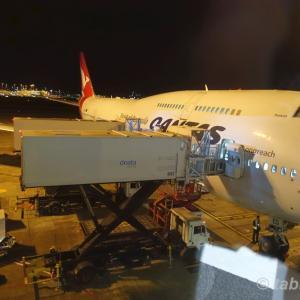 カンタス航空 QF25 シドニー → 東京羽田 ビジネスクラス | QANTAS B747-438 Business Class Sydney to Tokyo Haneda