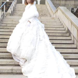 ウェディングドレスで優雅にお散歩!