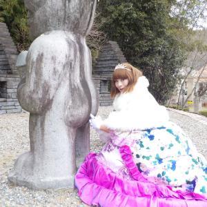 お姫様ドレスで散策、姫路太陽公園「石のエリア」