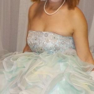 ビスチェタイプのドレスは胸で着る!