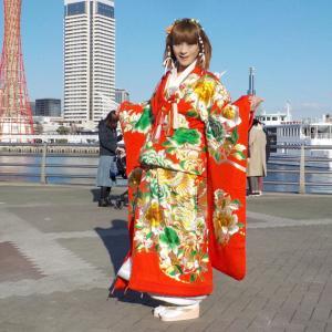 打掛花嫁衣裳を着て神戸メリケンパークを散策