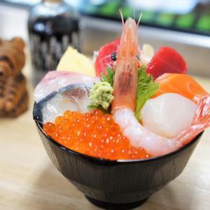 小熊商店/異色の店主が営む。札幌中心部で海鮮丼ランチ【読者サービスあり】