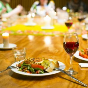 料理の感想を言う時に使える英語【味覚や食感】もちもちは何て言う?
