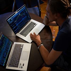 ITバブルを盛り上げたオタクパチスロトレーダーVSコロナバブルを盛り上げ中のエリートテレワークトレーダー