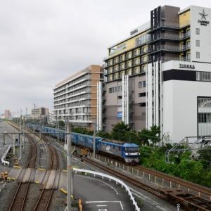 岸辺駅南北自由通路から俯瞰撮影できた西日本版トヨロンの8056レ貨物列車(R2.7.29)