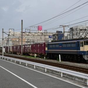国鉄色の先輩EF65 2139号機が牽引する75レ貨物列車を撮影(R2.7.31)