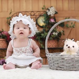 季節の変わり目は赤ちゃんの服装に悩む!春や秋の服の選び方とは?