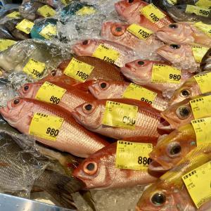 泊いゆまちでお魚を見たお子様は大喜びだったので、海老を買ってもっと喜ばせようとした