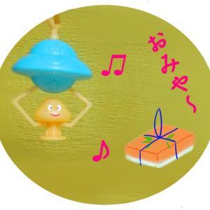 写真4コマ漫画 回転寿司 ~(^^) _旦~
