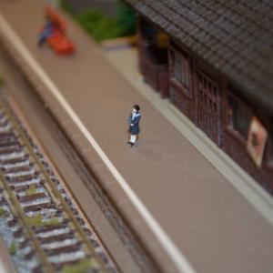 Nゲージ レイアウト製作 ローカル駅に人々を配置しました。