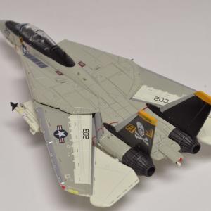Century Wings 製    1/144 サイズ    F-14A アメリカ海軍 第84戦闘飛行隊 ジョリーロジャース 1978年 AJ203
