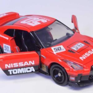 トミカ 日産 GT-R トミカ50周年記念仕様 designed by NISSAN ドアも開閉します。