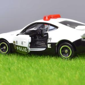 トミカ トヨタ86 パトロールカー パンダカラーとのマッチングもいいですね。