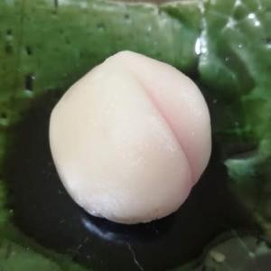 今週のお菓子は白桃 桃に見えるかしら ?