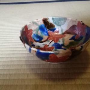 秋のお茶碗 どんぶりのような紅葉茶碗と菊のお茶碗