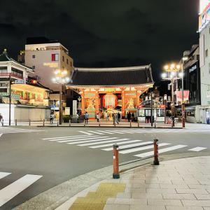 夜の浅草雷門