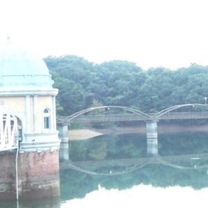 ☆彡 秋色の多摩湖取水塔 ☆彡
