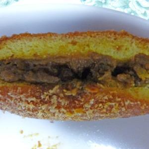 「トロワグロ」(新宿)でカレーパンの立ち食いかなわず、座り食い!