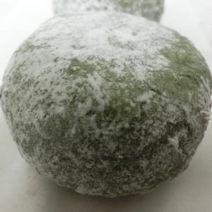 お米とヨモギの味わい、「竹隆庵岡埜」(神田店)の「こごめ大福」