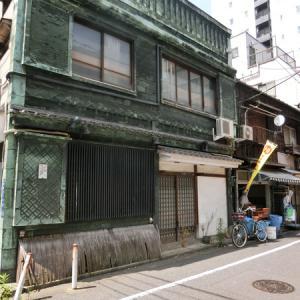 築地6丁目、7丁目の【看板建築】が緑青が街を彩る!