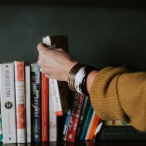 本を読むことで幸福度が増えてメンタルヘルスが改善する!という英研究
