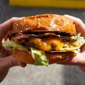 衝撃!ご飯の食べ方が下品な人はデブになる!という研究