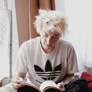速読・多読は無意味?本を読むことの本当のメリットとは何か?