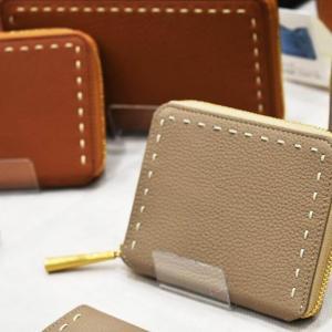 日本製の二つ折り財布BONNYはシュリンクレザーの愛らしく美しいデザイン