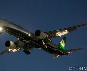 BR102便に77W・B-16711
