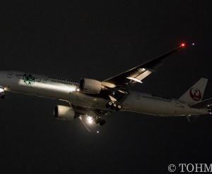 JL6773便で「エコジェット・ネイチャー」JA734Jが飛来