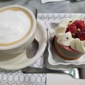 バンクーバーの隠れ家的ケーキカフェ