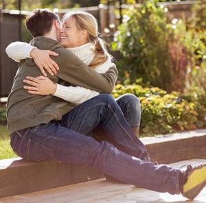 18歳年上の女性との結婚、何が悪い?