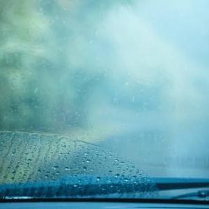 知ってたら便利!!車のフロントガラスの曇りを防止する方法