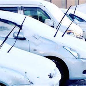 【車の豆知識①】雪の日なぜ車のワイパーを立てるのか?