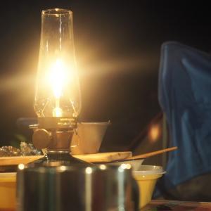 揺らめく炎が魅力的!!超おしゃれテーブルランタン スノーピーク「リトルランプ ノクターン」
