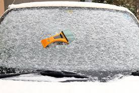 フロントガラスの凍結時の必需アイテム!!おすすめ車用解氷スプレー5選