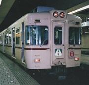 仙川駅付近を行く京王6000系