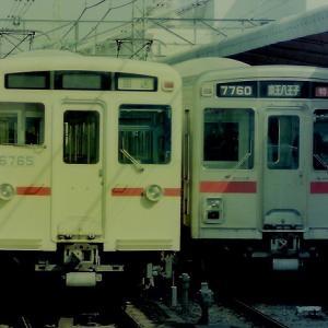高幡不動駅で並ぶ京王6000系と京王7000系