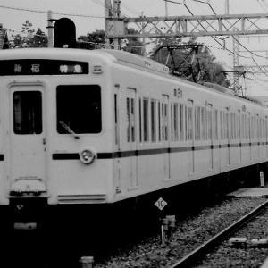 運用番号「75K」を表示する、京王6000系特急