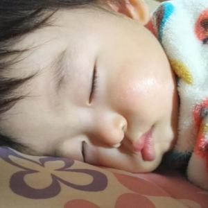赤ちゃんがうつ伏せ寝が好きな理由 SIDS予防のわけとは