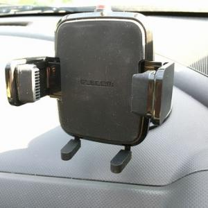 シガーソケットの分配器とスマホ用車載ホルダーを取り付けた