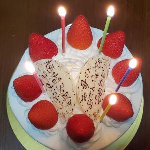 いちごのホールケーキ(誕生日&結婚記念日)