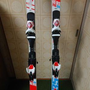 練習用のスキーの調整
