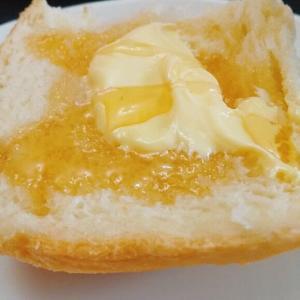 ホカホカ焼きたてパンに、はちみつバター、ホームベーカリー楽しいです