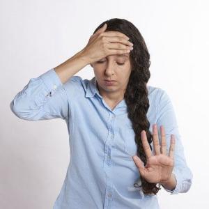 イギリスでの偏頭痛を解消する方法とは?薬以外の治し方を解説
