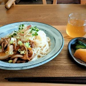 外出控え今日のランチは自宅めし / 買い置きのオカベの麺(太麺)のアレンジレシピ