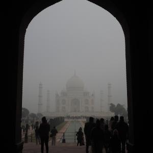 インド旅 大気汚染?霧?タージマハル見えない!